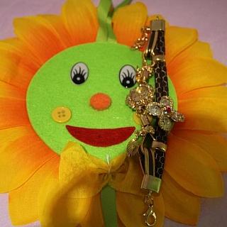 Подаръчен комплект дамски дигитален часовник гривна и цвете от текстил слънчоглед