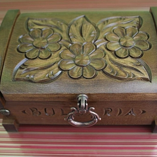 Wooden jewlries box with carving