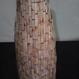 Ваза  за сухи цветя от лакирано дърво с инкрустиран рoзов седеф  LV167.Височина 32.5 см