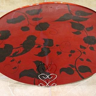 Ръчно изработена сувенирна чиния от лаково дърво, кръгла с диаметър  45 см