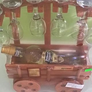 Каручка със 6 чаши и бутилка ракия