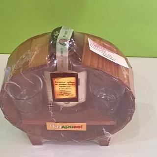 Декоративна бъклица с бутилка уиски и две чаши