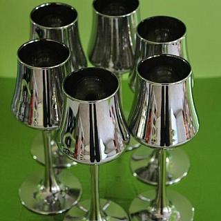 Сервиз от 6 метализирани чаши за ликьор/ракия .