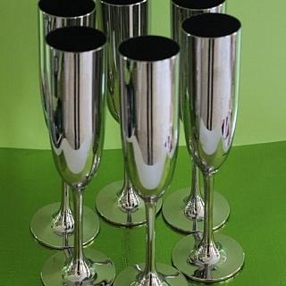 Метализирани чаши за шампанско..