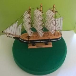 Тримачтов кораб модел.Материал дърво