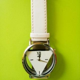 Дамски дизайнерски кварцов часовник