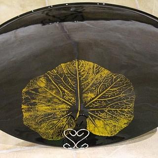 Ръчно изработена кръгла сувенирна чиния със стойка: Диаметър:50см., височина 7cm.