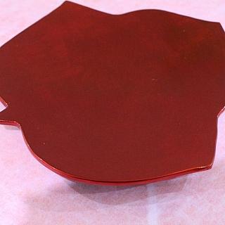 Ръчно изработена от лаково дърво, сувенирна чиния  с форма на кленово листо  25.5 x 23.5 x 4cm.
