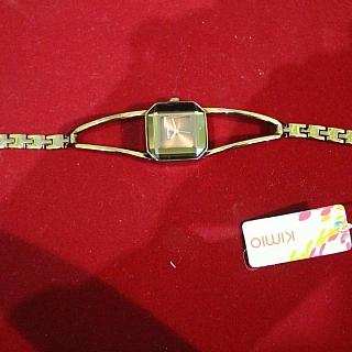Луксозен кварцов дамски часовник.Няма наличност.