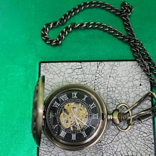 Механичен джобен часовник.Няма наличност.
