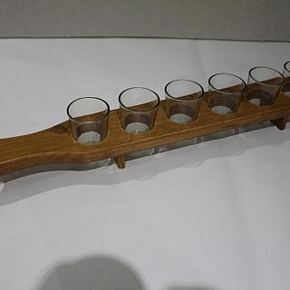 Шот комплект чаши с дървен държател