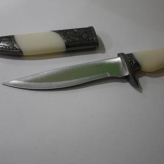 Сувенирен нож бял